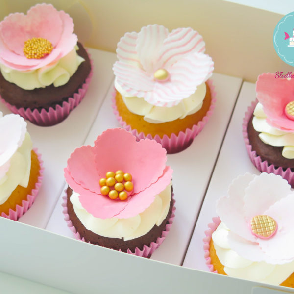 C10 - cupcakes, muffiny, dzień kobiet, z kwiatami, słodki stół, kącik, candy, bar , kwiaty, warszawa, z dostawą, na ślub, wesele
