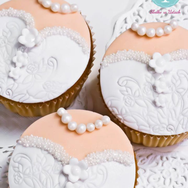 C115 - cupcakes, muffiny, panna młoda, słodki stół, kącik, candy, bar , na ślub, wesele