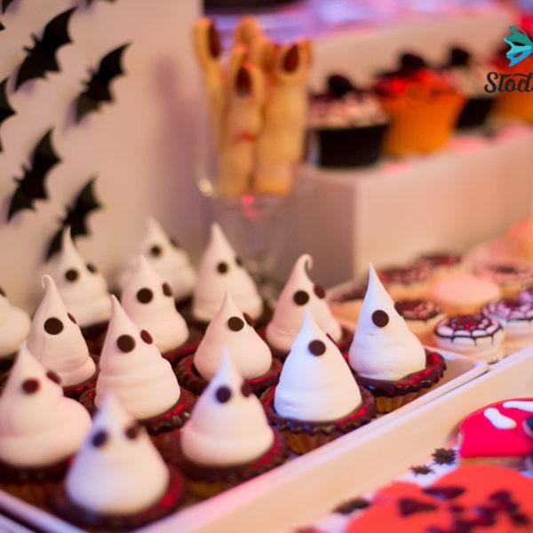C117 - babeczki, kruche, duchy, prezenty, halloween, słodki stół, kącik, candy, bar ,