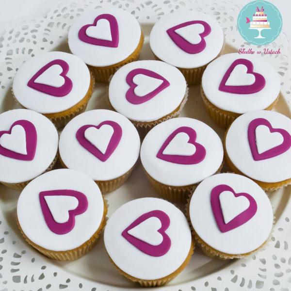 C27 - cupcakes, muffiny, słodki stół, kącik, candy, bar , serce, warszawa, z dostawą, na ślub, wesele