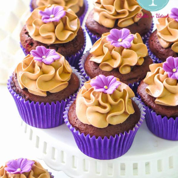 C35 - cupcakes, muffiny, z kwiatami, słodki stół, kącik, candy, bar , kwiaty, warszawa, z dostawą, na ślub, wesele