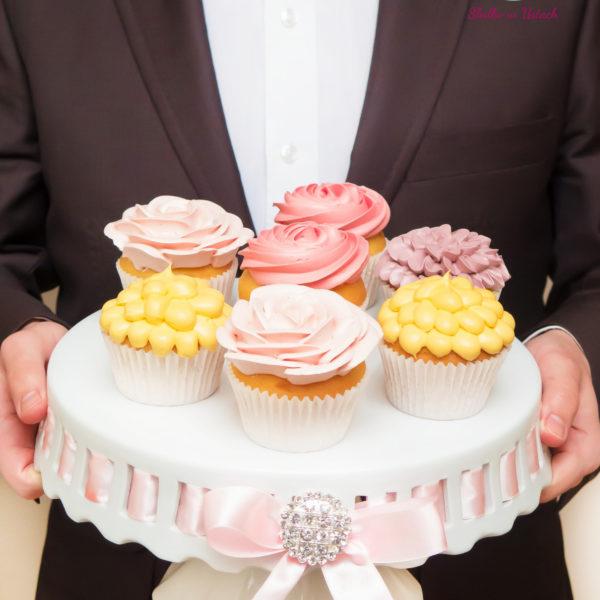 C40 - cupcakes, muffiny, z kwiatami, słodki stół, kącik, candy, bar , kwiaty, dzień kobiet, na ślub, wesele