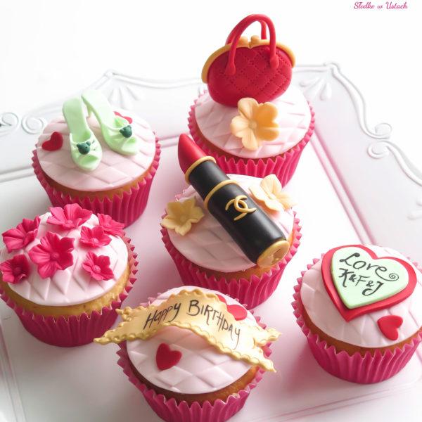 C41 - cupcakes, muffiny, z kwiatami, słodki stół, kącik, candy, bar , kobiece, dla pań