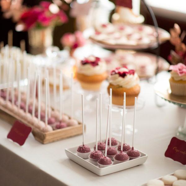 C43 - cake pop, pops, lizaki, z kwiatami, słodki stół, kącik, candy, bar , kwiaty, warszawa, z dostawą, na ślub, wesele