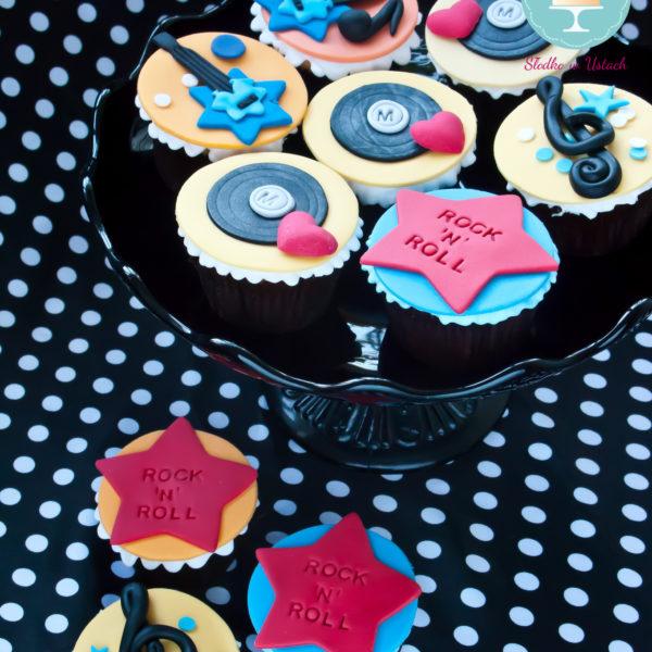 C49 - cupcakes, muffiny, słodki stół, kącik, candy, bar , warszawa, z dostawą, urodziny,