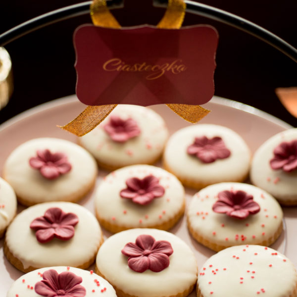 C50 - ciastka, kruche, prezenty, dzień kobiet, słodki stół, kącik, candy, bar , wesele, ślub