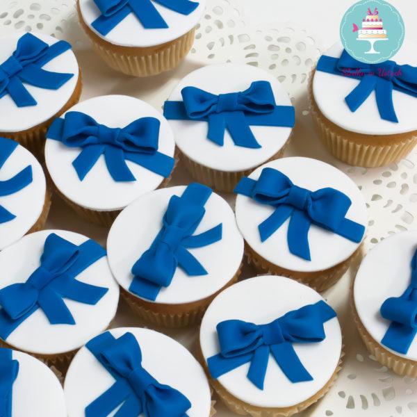 C54 - cupcakes, muffiny, wstążka, słodki stół, kącik, candy, bar , na ślub, wesele