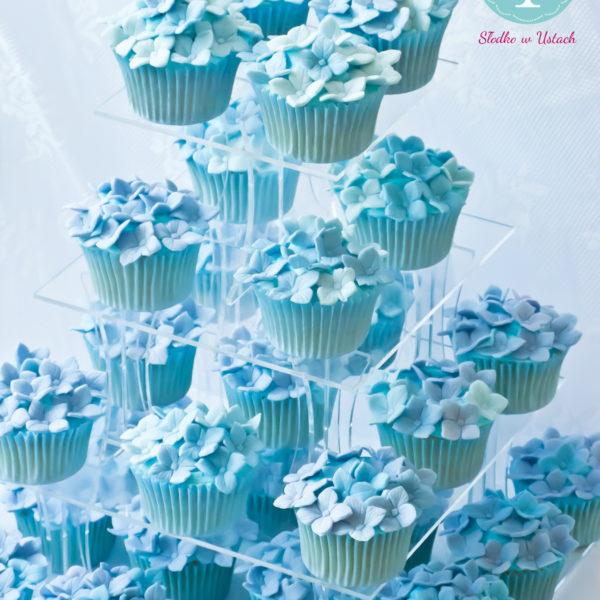 C55 - cupcakes, muffiny, z kwiatami, słodki stół, kącik, candy, bar , kwiaty, warszawa, z dostawą, na ślub, wesele