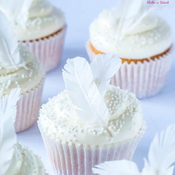 C60 - cupcakes, muffiny, słodki stół, kącik, candy, bar , pióra, dzień kobiet, na ślub, wesele