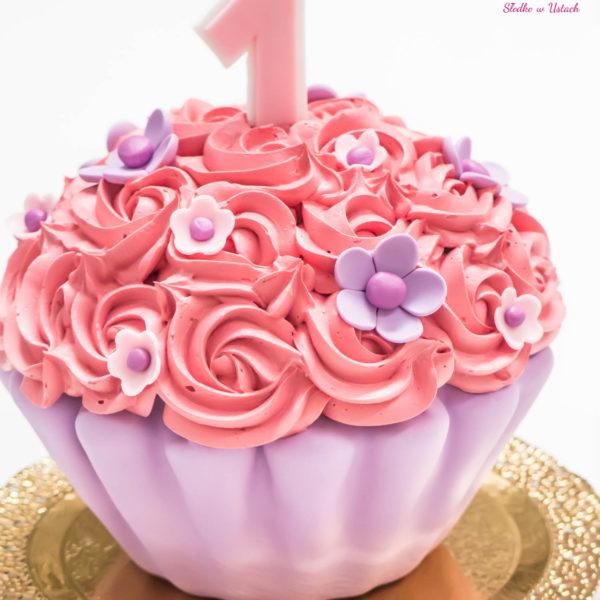 C69 - cupcakes, muffiny, z kwiatami, słodki stół, kącik, candy, bar , kwiaty,