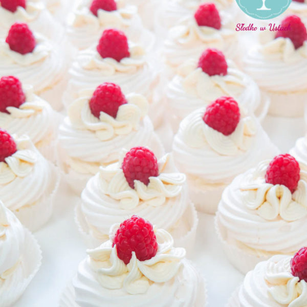 C8 - ciastko bezowe, z owocami, słodki stół, kącik, candy, bar , owoce, warszawa, z dostawą, event