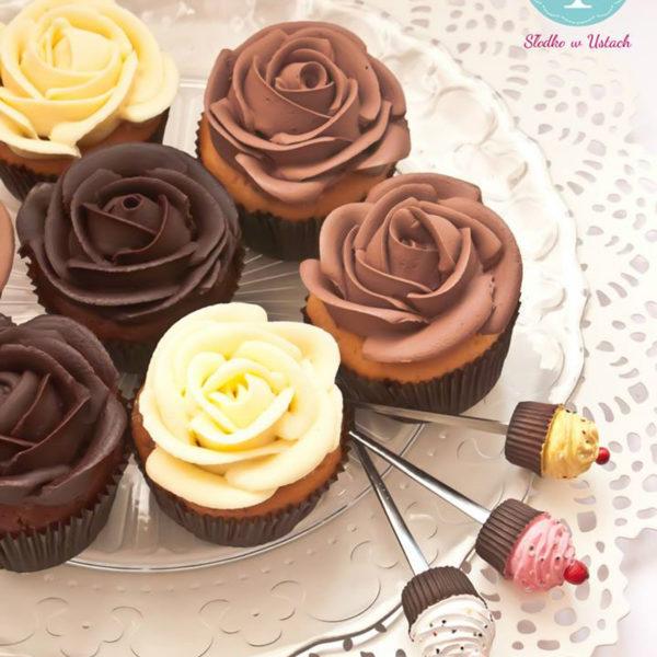 C84 - cupcakes, muffiny, z kwiatami, słodki stół, kącik, candy, bar , kwiaty, warszawa, z dostawą, na ślub, wesele