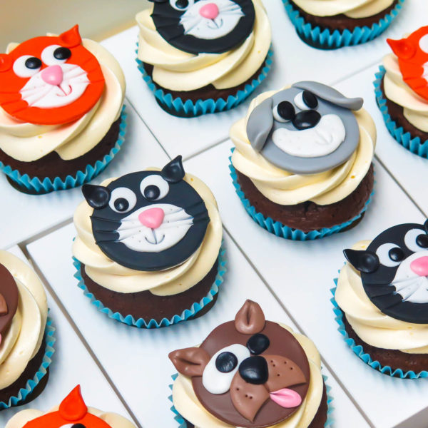C87 - cupcakes, muffiny, słodki stół, piesek, kotek, kącik, candy, bar , urodziny,