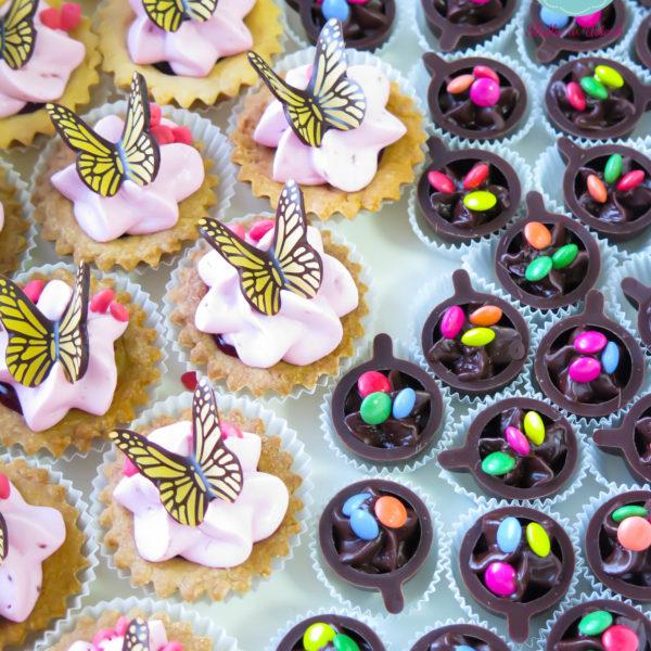 C90 - mini filiżanki czekoladowe, kruche babeczki, firmowe, dla firm, słodycze firmowe, reklamowe , event, słodki stół, urodziny