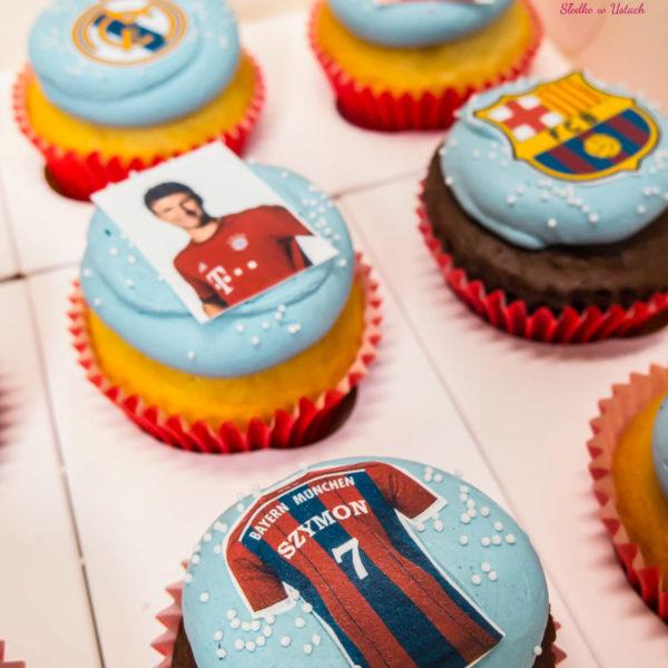 C94 - cupcakes, muffiny, piłka nożna, słodki stół, kącik, candy, bar , urodziny,