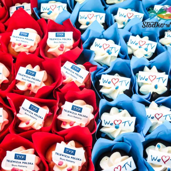 F3 - muffiny firmowe, cupcakes, babeczki firmowe, dla firm, słodycze firmowe, reklamowe, personalizowane, telewizja polska, tvp , słodko w ustach, z logo