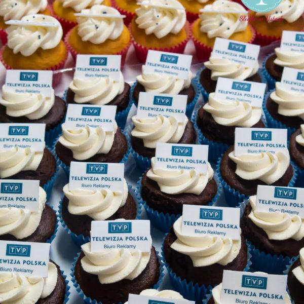 F36 - muffiny firmowe, cupcakes, babeczki firmowe, dla firm, słodycze firmowe, reklamowe, personalizowane, telewizja polska, tvp , słodko w ustach, warszawa