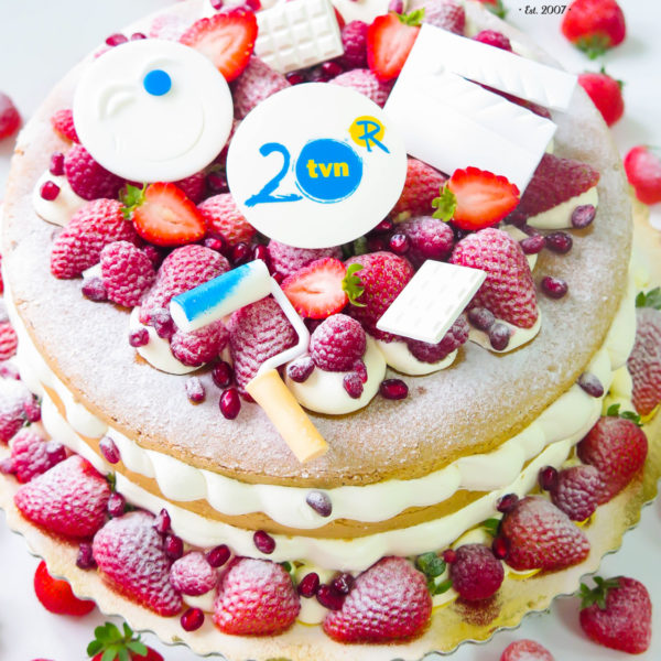 F4 - tort firmowy, dla firm, słodycze firmowe, reklamowe, personalizowane,tvn , 20 lat, cake, warszawa, bez masy cukrowej, z logo