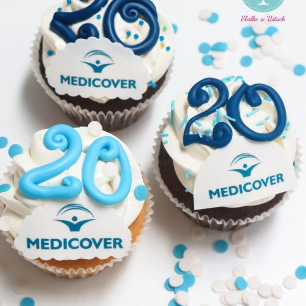 F41 - muffiny firmowe, cupcakes, babeczki firmowe, dla firm, słodycze firmowe, reklamowe, personalizowane, medicover, słodko w ustach,