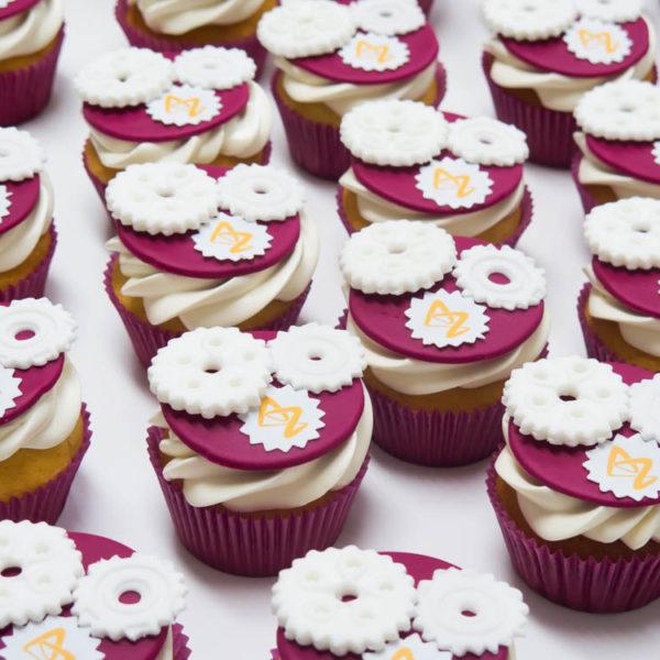 F47 - muffiny firmowe, cupcakes, babeczki firmowe, dla firm, słodycze firmowe, reklamowe, personalizowane, astra zeneca, słodko w ustach, warszawa