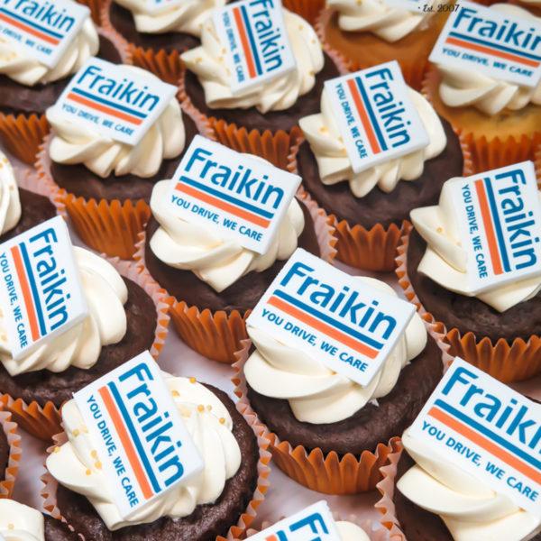 F65 - muffiny firmowe, cupcakes, babeczki firmowe, dla firm, słodycze firmowe, reklamowe, personalizowane, fraikin, słodko w ustach, warszawa