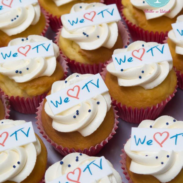 F66 - muffiny firmowe, cupcakes, babeczki firmowe, dla firm, słodycze firmowe, reklamowe, personalizowane, telewizja polska, tvp , słodko w ustach, warszawa, dzień tv