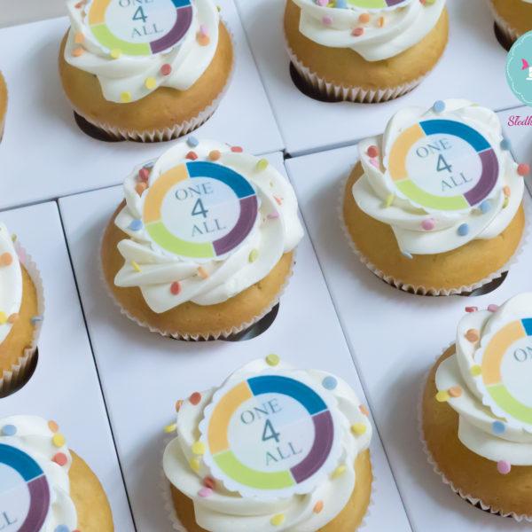 F80 - muffiny firmowe, cupcakes, babeczki firmowe, dla firm, słodycze firmowe, reklamowe, personalizowane, słodko w ustach, warszawa,