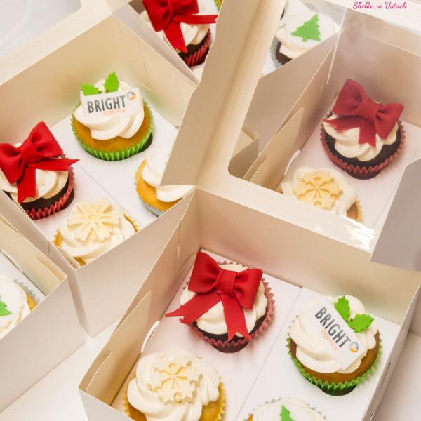 F84 - muffiny firmowe, cupcakes, babeczki firmowe, dla firm, słodycze firmowe, reklamowe, personalizowane,, słodko w ustach, warszawa, bright agency