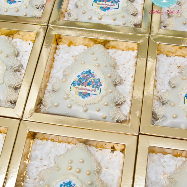 F95 - pierniki firmowe, dla firm, słodycze firmowe, reklamowe, personalizowane, tublu, słodko w ustach, warszawa, świąteczne, prezenty