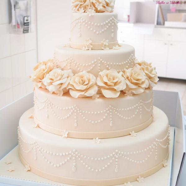 S33 - tort na ślub, wesele, ślubny, weselny, artystyczny, biel, elegancki, piętrowy , z kwiatami, kwiaty, cake, warszawa, z dostawą, ornament, ecru, róże