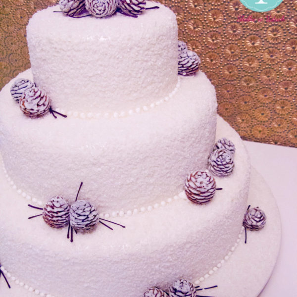 S39 - tort na ślub, wesele, ślubny, weselny, piętrowy, zimowy, szyszki, cake, warszawa, z dostawą,
