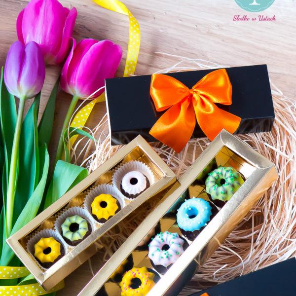 SW62 - baba, wielkanocna, dla firm, słodycze firmowe, reklamowe, personalizowane, słodko w ustach, warszawa, świąteczne, prezenty, z dostawą,