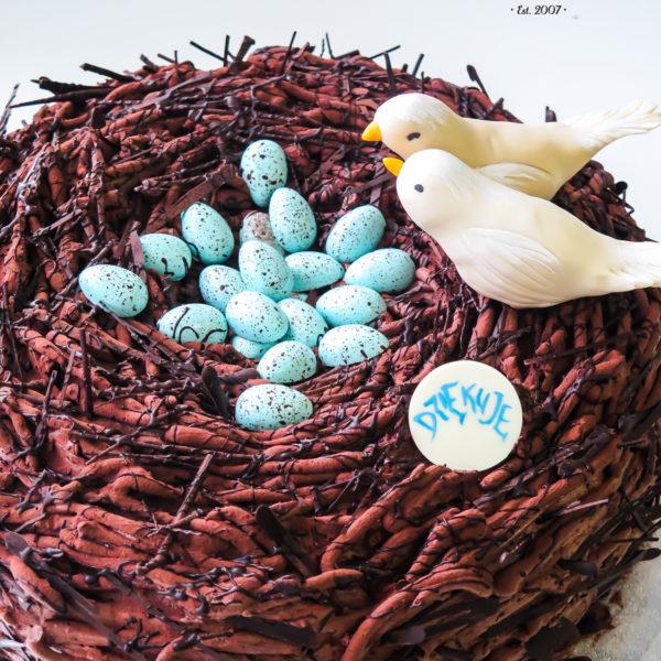 U107 - tort urodzinowy, na urodziny, artystyczny, czekolada, gniazdo