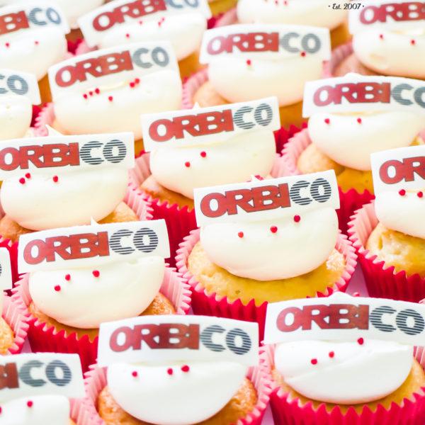 F100 - muffiny firmowe, cupcakes, babeczki firmowe, dla firm, słodycze firmowe, reklamowe, personalizowane, orbico, słodko w ustach, warszawa