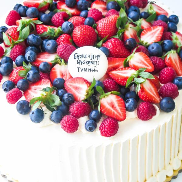 F102 - tort firmowy, dla firm, słodycze firmowe, reklamowe, prezent, personalizowane, tvn , cake, warszawa, bez masy cukrowej,