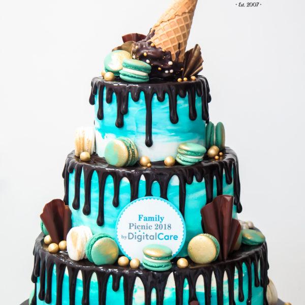 F108 - tort firmowy, dla firm, piknik, słodycze firmowe, reklamowe, prezent, personalizowane, warszawa, bez masy cukrowej, drip, cake, kinder, digital care