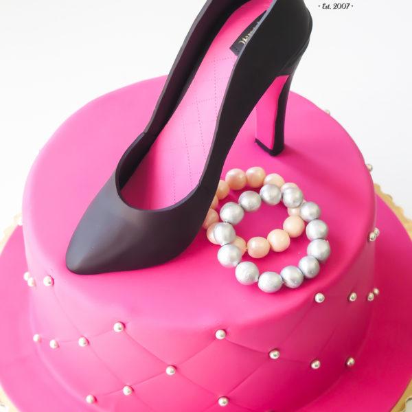 U285 - tort urodzinowy, na urodziny, artystyczny, kobiecy, hobby, pasja , szpilki, warszawa