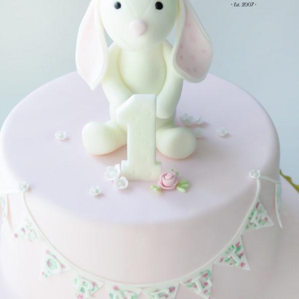 U289 - tort urodzinowy, na urodziny, dla dzieci, artystyczny, roczek, pierwsze urodziny, królik, warszawa, z dostawą,