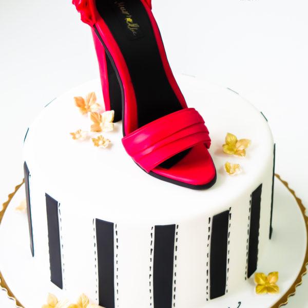 U306 - tort urodzinowy, na urodziny, artystyczny, kobiecy, hobby, pasja , szpilki, warszawa, szpilka, konstancin jeziorna