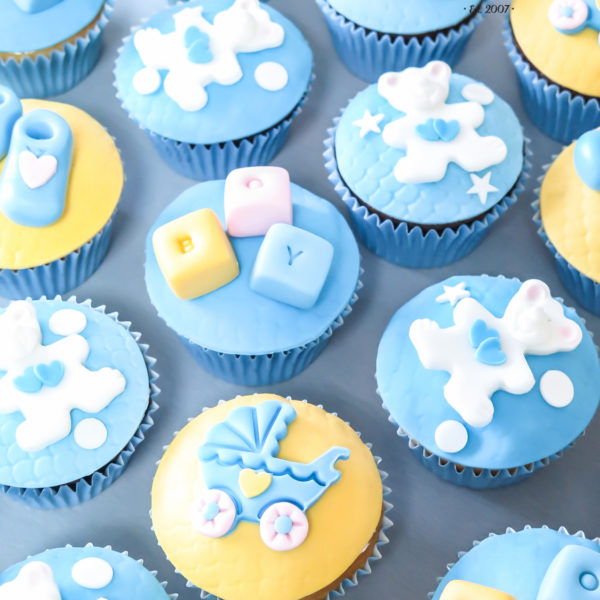 C133 - cupcakes, muffiny, baby shower, buciki, chrzest, słodki stół, kącik, candy, bar ,