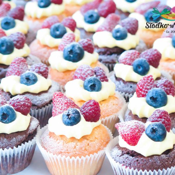 C138 - cupcakes, muffiny, z owocami, słodki stół, kącik, candy, bar , owoce, warszawa, z dostawą,
