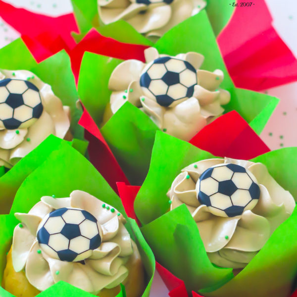 C141 - cupcakes, muffiny, piłkarskie, słodki stół, kącik, candy, bar , piłka nożna, dla faceta