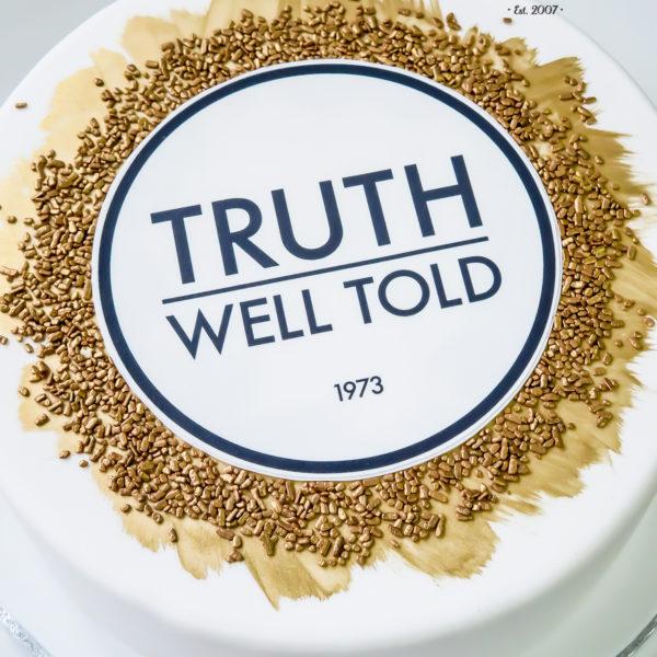 F121 - tort firmowy, artystyczny, dla firm, truth well told, słodycze firmowe, reklamowe, personalizowane, warszawa, z logo