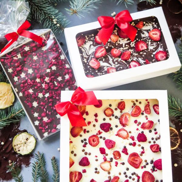 SW75 - czekolada ręcznie wylewana , dla firm, z owocami liofilizowanymi , słodycze firmowe, reklamowe , personalizowane, słodko w ustach, świąteczne, prezenty