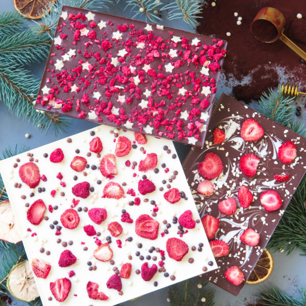 SW85 - czekolada ręcznie wylewana , dla firm, z owocami liofilizowanymi , słodycze firmowe, reklamowe , personalizowane, słodko w ustach, świąteczne, prezenty