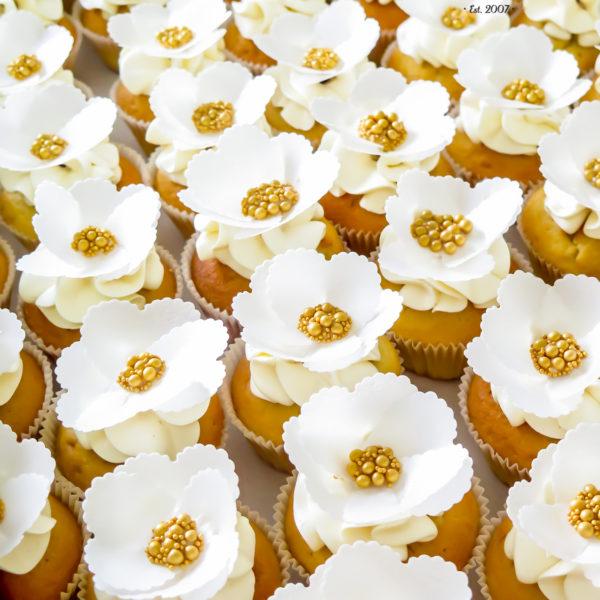 C152 - cupcakes, muffiny, dzień kobiet, z kwiatami, słodki stół, kącik, candy, bar , kwiaty, warszawa, z dostawą, na ślub, wesele, event