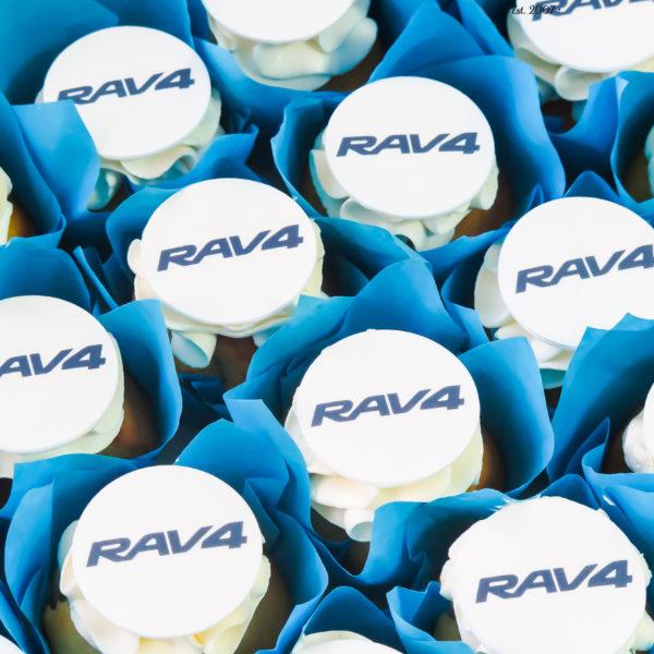 F130 - muffiny firmowe, cupcakes, babeczki firmowe, dla firm, słodycze firmowe, reklamowe, personalizowane, toyota, rav4, słodko w ustach, warszawa