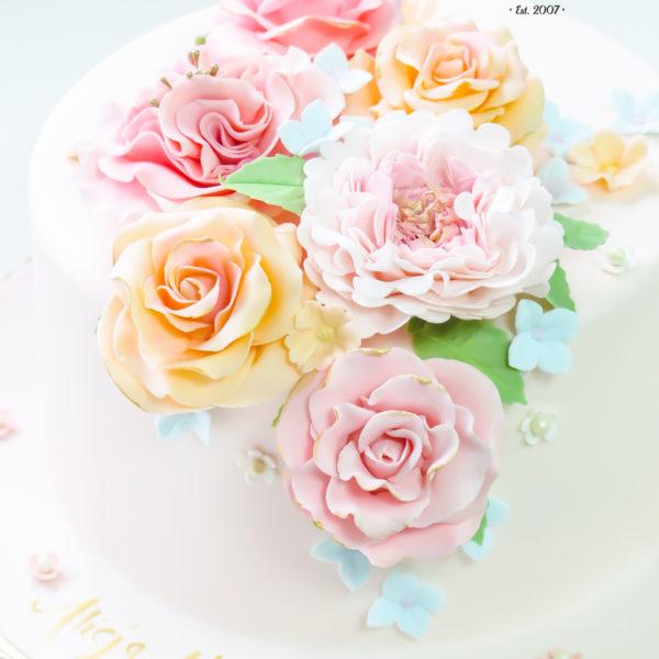 U409 - tort urodzinowy, na urodziny, artystyczny, z kwiatami, elegancki, z różami