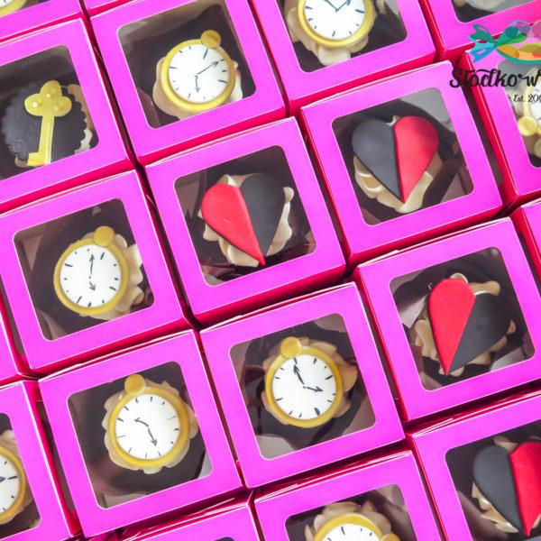 C163 - cupcakes, muffiny, alicja w krainie czarów, słodki stół, kącik, candy, bar , urodziny,