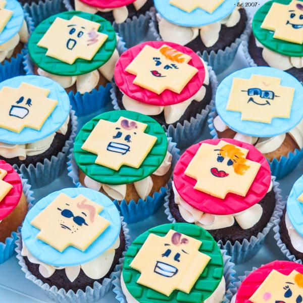 C167 - cupcakes, muffiny, lego, słodki stół, kącik, candy, bar , urodziny,